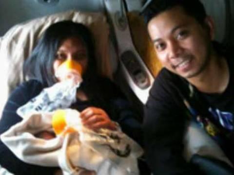 Γέννησε μέσα στο αεροπλάνο! (pics)