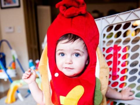Η γλυκιά φωτογραφία της ημέρας: Μωράκι ντυμένο hot dog!