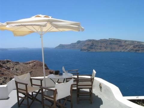 Στον ενάμιση μήνα συρρικνώθηκε η τουριστική περίοδος για τους Έλληνες