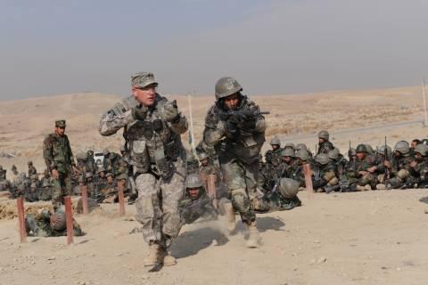 Η ISAF αναστέλλει την εκπαίδευση των αφγανικών δυνάμεων ασφαλείας