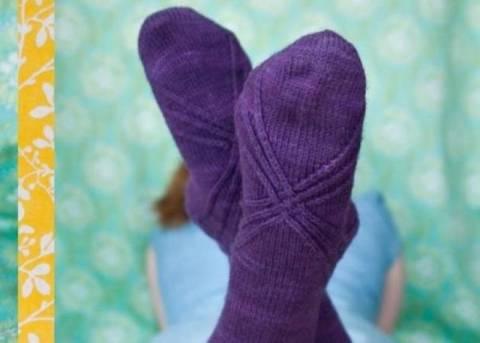 ΑΠΙΣΤΕΥΤΟ VIDEO: Πώς κάνεις κυματισμούς στα μαλλιά σου με μια κάλτσα