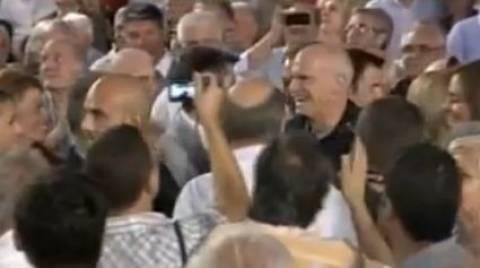 Video: Η είσοδος του Γ. Παπανδρέου