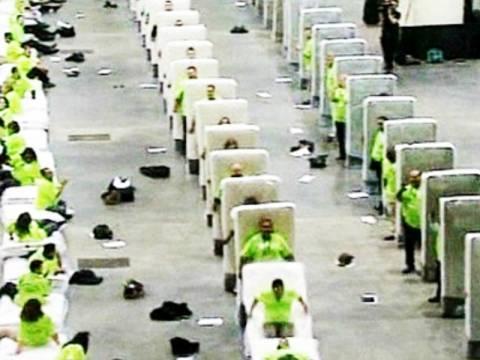 Βίντεο: Το μεγαλύτερο ανθρώπινο ντόμινο 850 ατόμων!