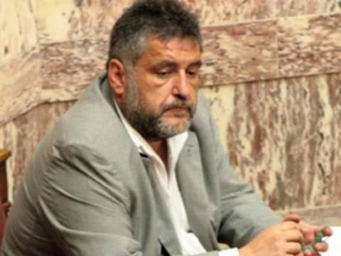 Μήνυση και αγωγή κατά βουλευτή της Χρυσής Αυγής