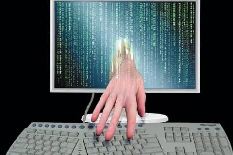 30χρόνια φυλάκιση σε hacker που μόλυνε 72.000 υπολογιστές!