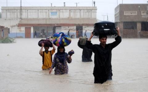 Σφοδρές βροχοπτώσεις αφήνουν δεκάδες νεκρούς στο Πακιστάν