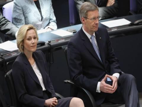 Γερμανία: Η πρώην πρώτη κυρία διαψεύδει ότι ήταν συνοδός πολυτελείας