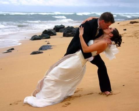 Περικοπές ακόμα και στην τελετή γάμου