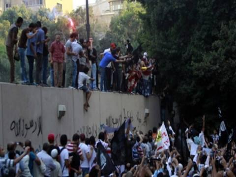 Αίγυπτος: Συλλήψεις για την εισβολή στην αμερικανική πρεσβεία
