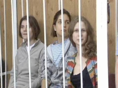 Μεντβέντεφ: Σκληρή η ποινή των Pussy Riot