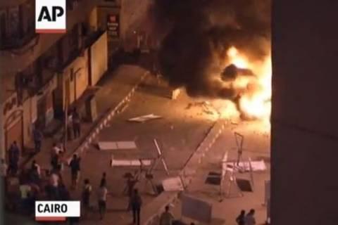 Βίντεο: Βίαιες συγκρούσεις στην αμερικανική πρεσβεία στο Κάιρο