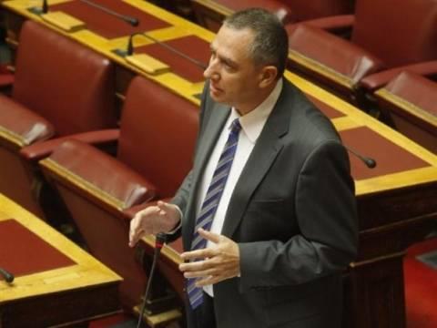 Θέμα αποπομπής του Κατσάμπα έθεσε με ερώτηση στη Βουλή ο Γ. Μιχελάκης