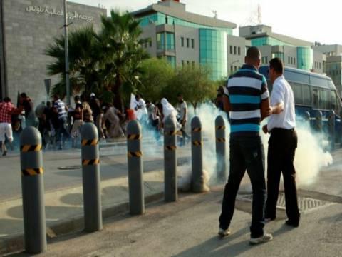 Διαδηλωτές εισέβαλαν στην πρεσβεία των ΗΠΑ στην Τύνιδα