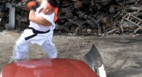 Βίντεο: Δείτε Ιάπωνα παλαιστή να καταστρέφει... αυτοκίνητα
