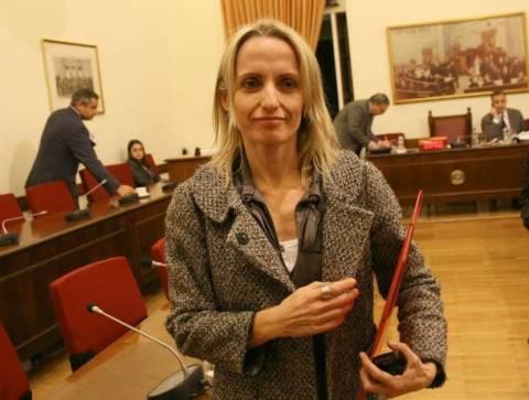 Τ. Μπιρμπίλη: Μένει στο Παρίσι με χρήματα του Έλληνα φορολογούμενου!