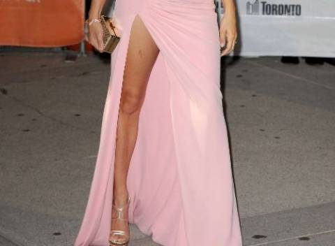 To σκίσιμο  στο φόρεμα της Πενέλοπε Κρουζ (pics)