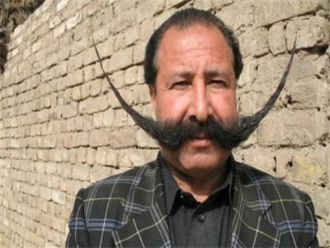 Του ξύρισαν το μουστάκι και αυτός εγκατέλειψε το χωριό!
