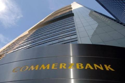 Commerzbank: Βλέπει νέο «κούρεμα» του ελληνικού χρέους