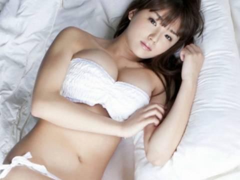 Η σέξι Γιαπωνέζα που ποζάρει και αναστατώνει!