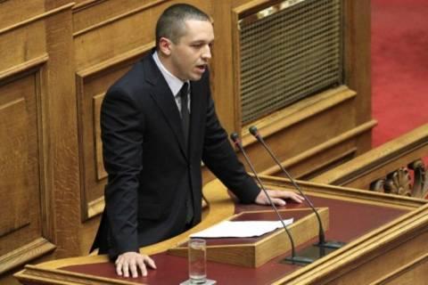 Ένταση στη Βουλή – Οι Χρυσαυγίτες χτυπούσαν τα έδρανα