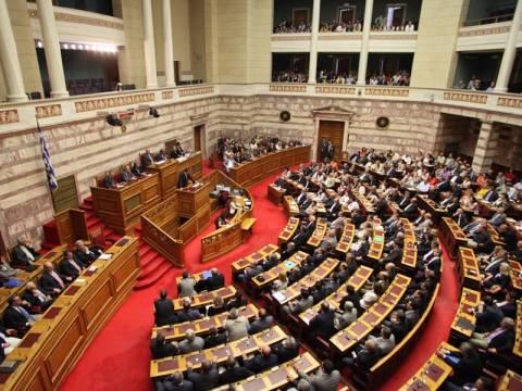 Στήνεται σκηνικό βίαιης ανασύνθεσης του πολιτικού συστήματος