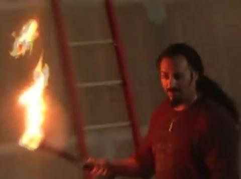 Βίντεο: Η μεγαλύτερη φλόγα από το στόμα