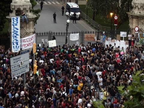 Ισπανία: Συγκρούσεις ανάμεσα σε Αγανακτισμένους και αστυνομία