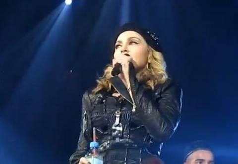 Βίντεο: Η Madonna απολογείται για τον «μαύρο μουσουλμάνο» Ομπάμα