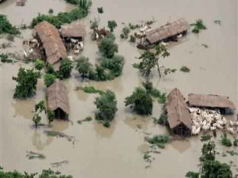 Ινδία: 2 εκατομμύρια άστεγοι και 18 νεκροί από τις πλημμύρες