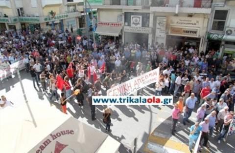 Βίντεο: Μαζική συμμετοχή στις απεργιακές διαδηλώσεις στα Τρίκαλα