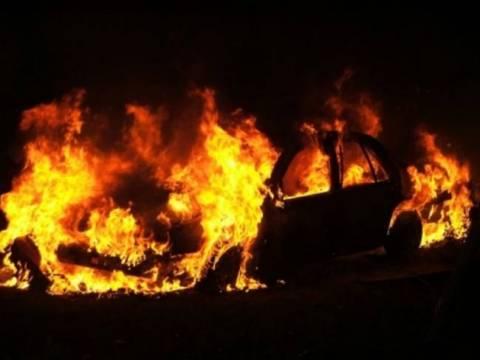 Έκρηξη οχήματος σε πιλοτή πολυκατοικίας