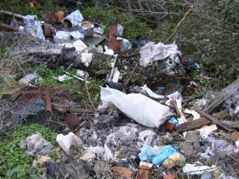 Τρίπολη: Έθαβαν παράνομα σκουπίδια στο δάσος