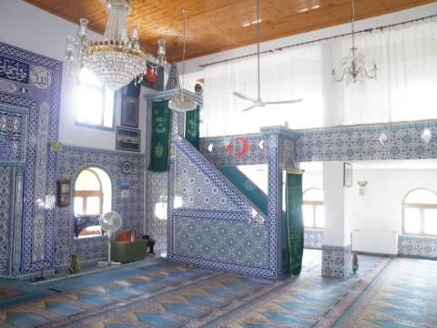 Ενα τζαμί-χλιδή δίπλα στα χαμόσπιτα της Θράκης