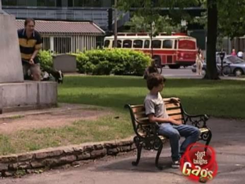 Βίντεο: Aπίθανη φάρσα με κουνάβι!