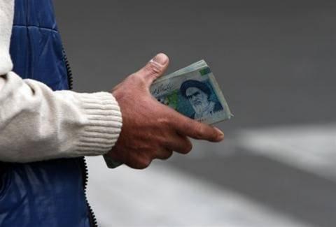 Σε ιστορικό χαμηλό το νόμισμα του Ιράν έναντι του δολαρίου