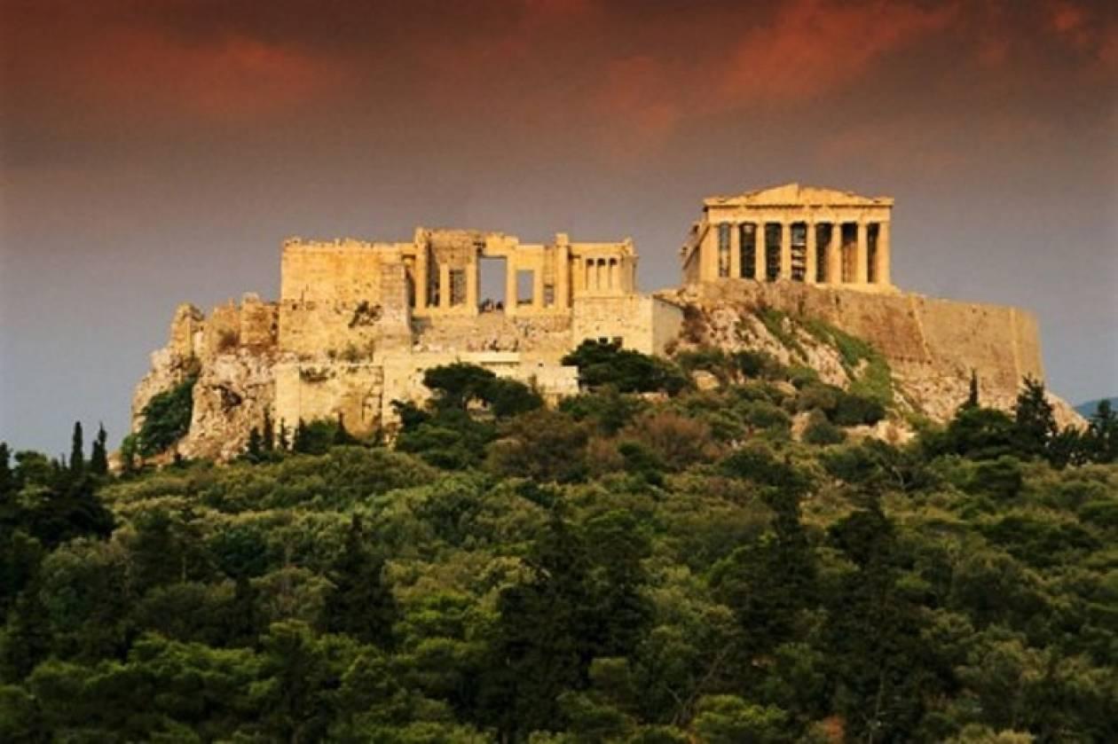 Μία Ελβετίδα εξηγεί με ένα βιβλίο γιατί μισεί τους Έλληνες