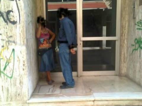 ΦΩΤΟ - ΝΤΟΚΟΥΜΕΝΤΟ: Σεξ... στα όρθια στο κέντρο της Πάτρας