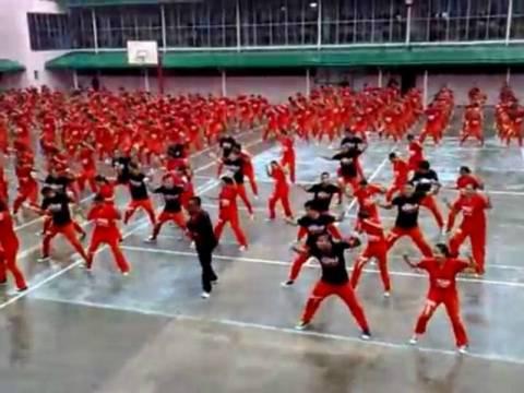 Βίντεο: Οι... διάσημοι κρατούμενοι-χορευτές, χορεύουν το Gangnam Style
