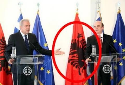 Συγνώμη του ελληνικού Υπ.Εξ. στην Αλβανία για την …ανάποδη σημαία