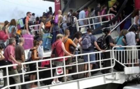 Τρόικα: Βρείτε ισοδύναμα για να μειωθεί ο ΦΠΑ στα ακτοπλοϊκά εισιτήρια