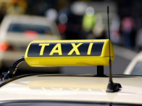 Aπίστευτο: Φιλοδώρημα 2.000 δολαρίων σε οδηγό ταξί!