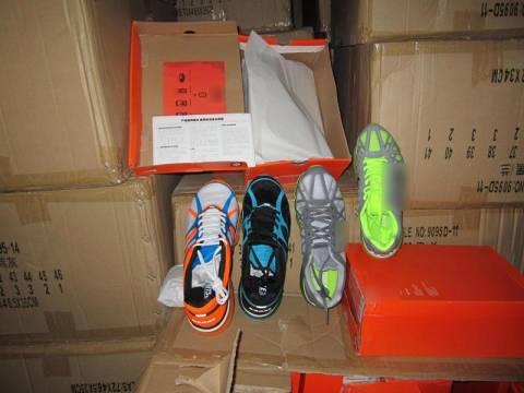 Πάνω από 30.000 ζευγάρια «μαϊμού» παπούτσια στην αποθήκη στο Κέντρο