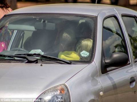 Δασκάλα έβαλε... 19 μαθητές σε ένα μικρό αυτοκίνητο!