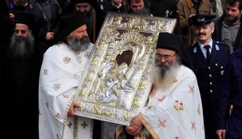 Μεγαλειώδης υποδοχή του «Άξιον Εστί» στη Θεσσαλονίκη
