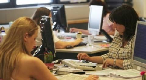 «Σαφές πολιτικό μήνυμα» ζητά η Τρόικα για τους δημοσίους υπαλλήλους