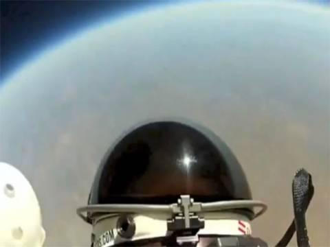 Βίντεο: Φέλιξ Μπομγκάρτνερ - Η πτώση από την κάμερα στο κράνος