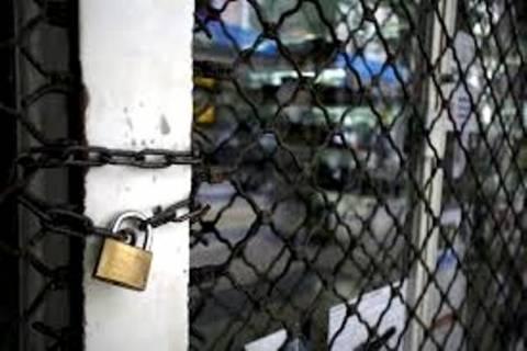 ΓΣΕΒΕΕ: Έκλεισαν 100.000 επιχειρήσεις και απολύθηκαν 500.000 άνθρωποι