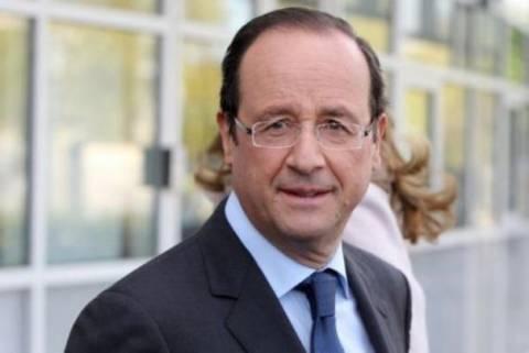 Ολάντ: Θα έκανα τα πάντα για να παραμείνει η Ελλάδα στο ευρώ