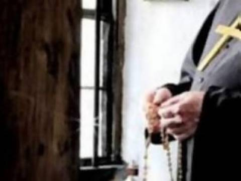 Καθηρημένος παπάς παριστάνει τον ορθόδοξο αρχιεπίσκοπο στην Αλβανία!