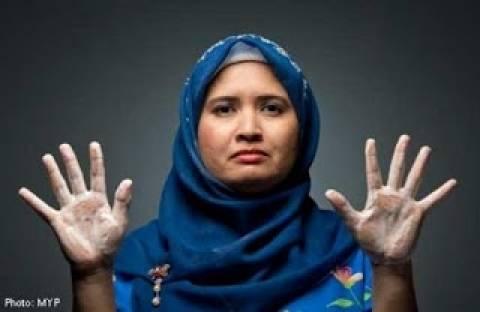 Εθισμένη με την καθαριότητα: Πλένει τα χέρια της 300 φορές τη μέρα
